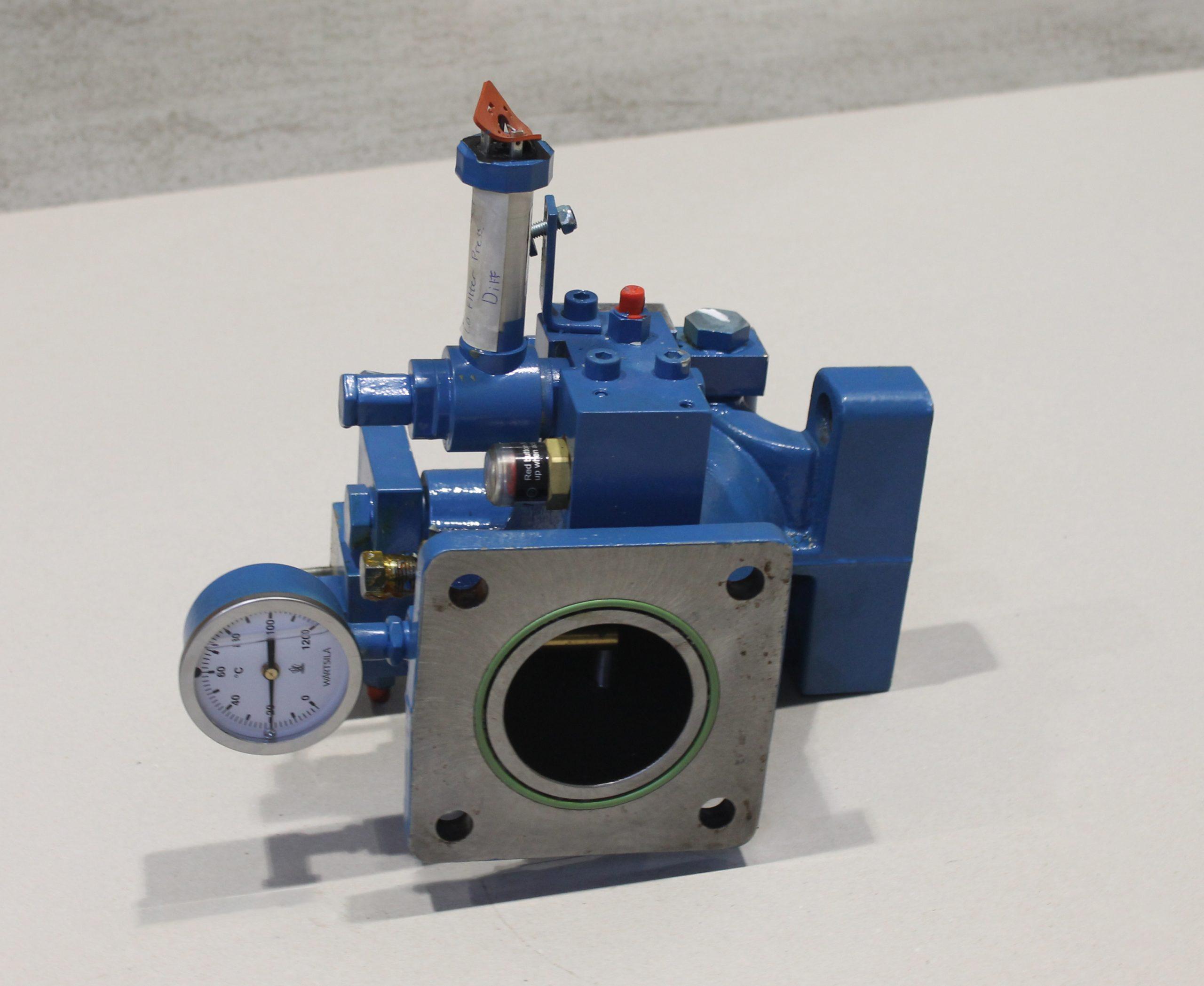 Oil pipe valve